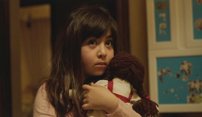 Avin Manshadi as Dorsa in Under the Shadow.
